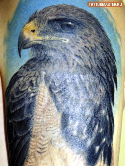 Татуировка на среднем пальце